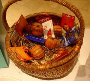 silent auction basket ideas - needs cellophane