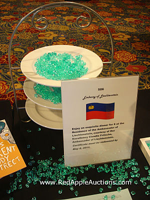 Fundraising Auction Tips glass bead silent auction table WPAS plates_opt