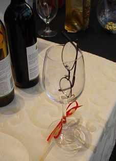 silent auction tips - eyeglasses